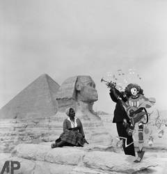 Louis Armstrong and the pyramids by deviantpringle