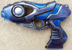 Alien blaster pistol prop by firebladecomics