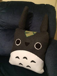 Totoro Pillow by alexpeanut