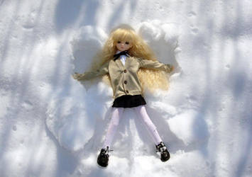 Little snow angel by Sheilagold