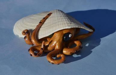 A Shy Octopus by GoldenDaffadowndilly