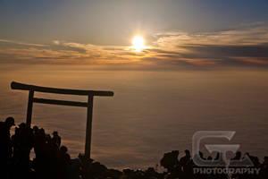 Mount Fuji's gate by NanoRoux