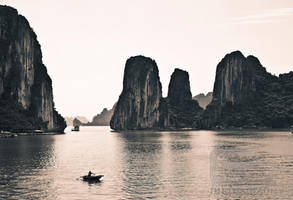 Halong Bay by NanoRoux