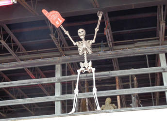 Skeleton with a foam hand by creepsome