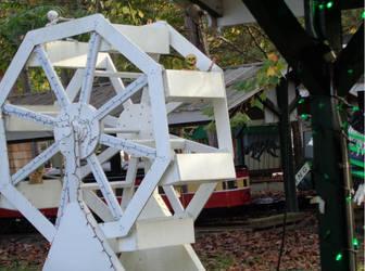 Mini Ferris Wheel by creepsome
