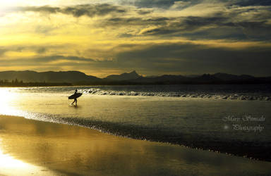 Surfing In Byron Bay by Meireis