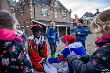 Kids Getting Candy From Zwarte Piet by SIG442