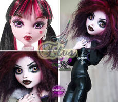MH 17 inch Draculaura repaint #2 ~Elva~ by RogueLively