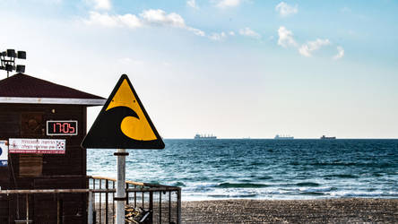 Caution, waves by BLA777