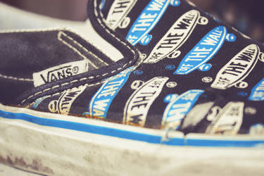 Vans Off the Wall. by ChiaryLoveHouse95
