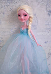 Queen Elsa |FROZEN | OOAK Custom Farrah Goodfairy by Katalin89