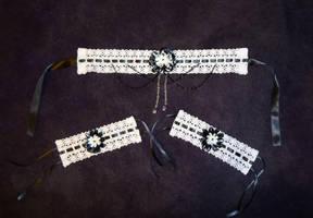 Lace choker and cuff set by Koreena