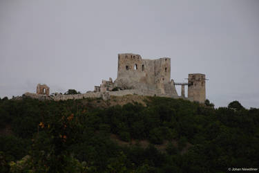 Csesznek castle by jochniew