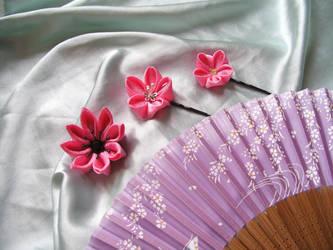 Pink kanzashi hairpins by elblack