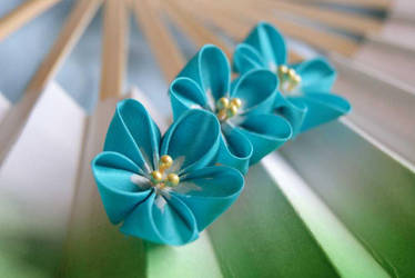 Forget-me-not kanzashi by elblack