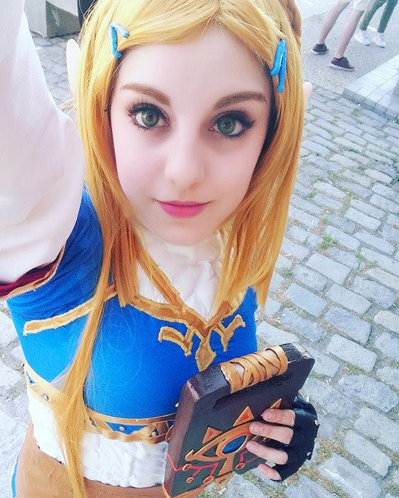 Princess Zelda Cosplay From Legend Of Zelda Botw By