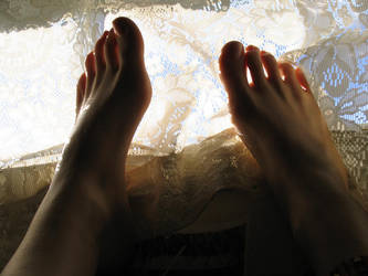 Feet by Makikozlik
