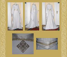 Elaine bridal medieval gown by Gewandfantasien