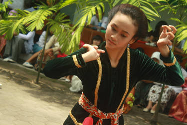 Java Dancer by yogadeagar