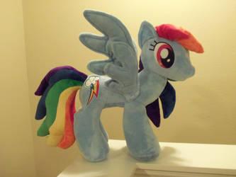Rainbow Dash by SweetwaterPony