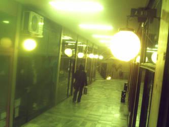 Caminas solo? by NiniaGris