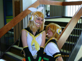 Rin and Len by moe-kawaii-sunshine