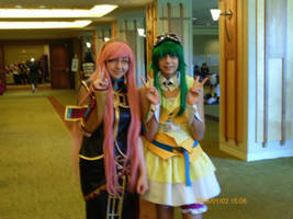 Luka and Gumi by moe-kawaii-sunshine