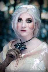 Ciri - The Witcher - The medallion by bulleblue