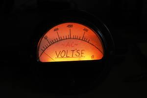 Voltmeter Messinstrument by corvintaurus