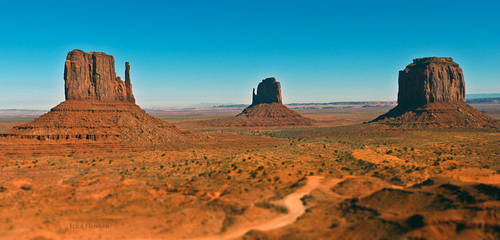 Monument Valley by DaisyDinkle