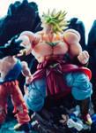Crushing power of the Legendary Super Saiyan!!! by Mposo