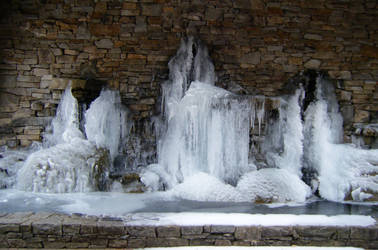 Icy Majesty by Charlotte-Nikki