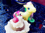 Pony and cupcakes by Pelusita-Fideos