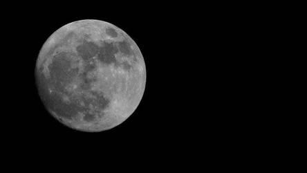 Mesmerizing moon by Manjsche