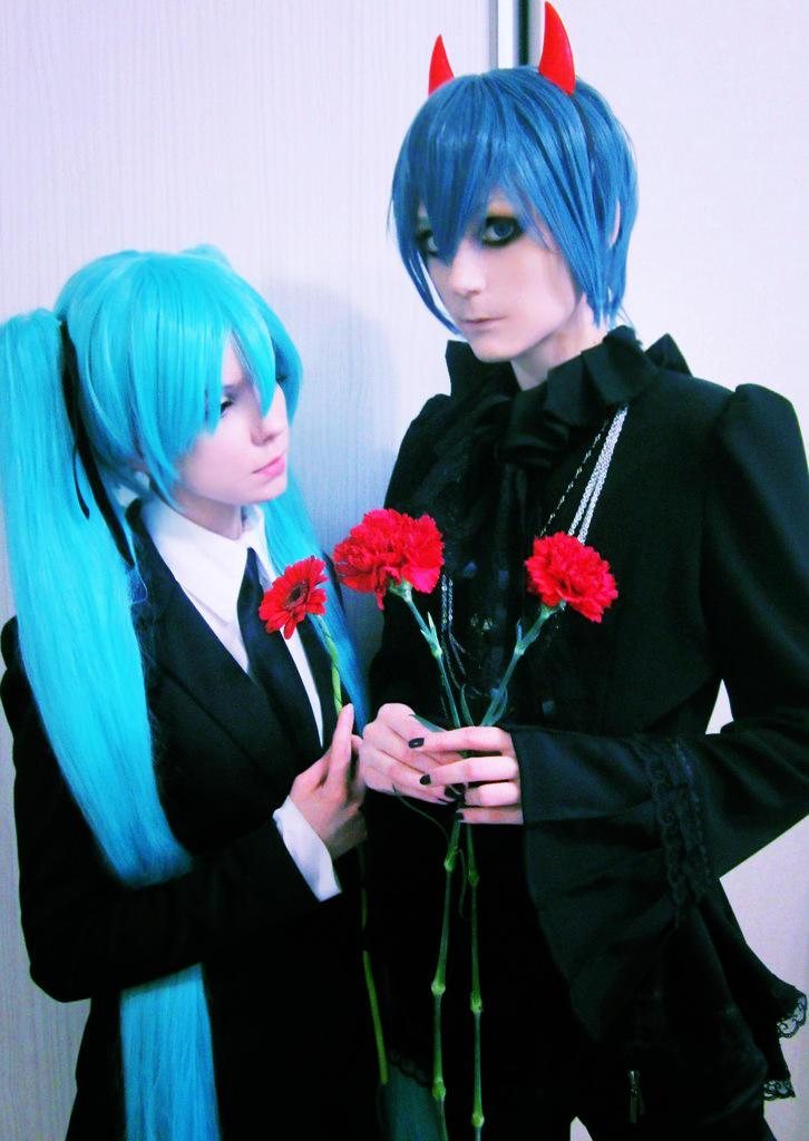 Miku + Kaito: happy gloomy Halloween by palecardinal