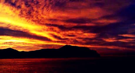 Sunrise in my city by MorgueCaroObitorio