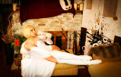 The Queen's Luxuries by CosplayButterfly