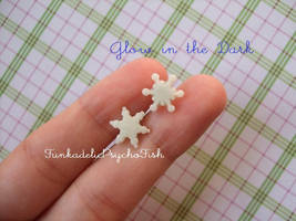 Mismatched Snowflake Earrings - Glow in the Dark by FunkadelicPsychoFish