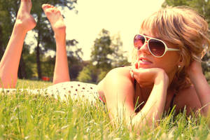 Sun bathing by Moomphs