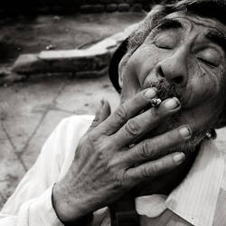 retrato fumando by achqz
