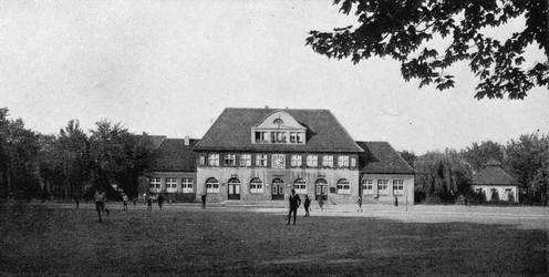 Stadtbauamt Verwaltungsgebaeude am Siegfriedsplatz by Risen-From-The-Ruins