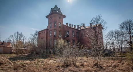 Abandoned railway hospital by Lantret