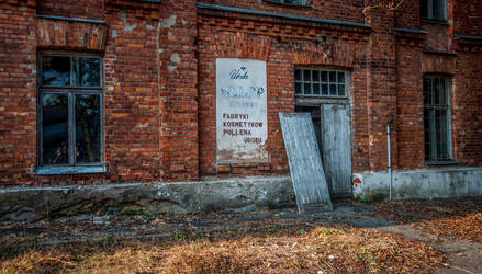 Modlin Fortress - cold store by Lantret