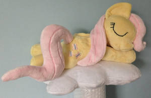 Sleepy Filly Fluttershy by Pinkamoone