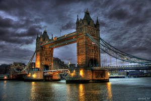 Tower Bridge by karikaiyuk