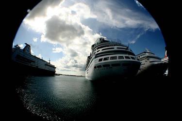 Cruise Ship by Bleedinheartz