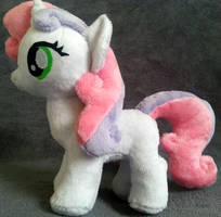 Sweetie Belle plushie by Arualsti