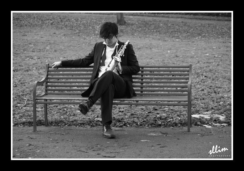 The lonely musician by sllim