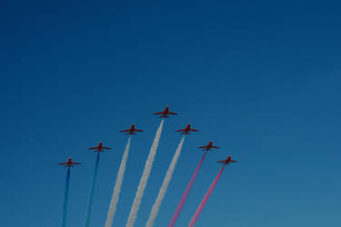 Red Arrows by xergic