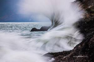Crashing Waves by sergey1984